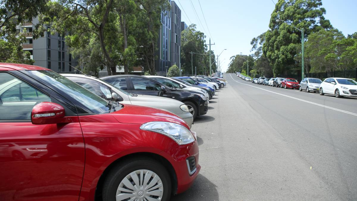 Paid parking considered: The council will look into whether paid parking is a solution for the congested UOW streets of Northfields Avenue and Robson's Road. Picture: Adam McLean.