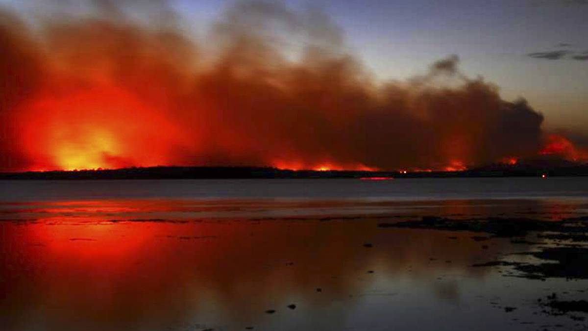 The Deans Gap bushfire burns near Sussex Inlet last week. Picture: NSW RURAL FIRE SERVICE